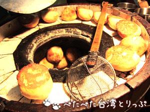 「丞祖」の胡椒餅を焼く釜
