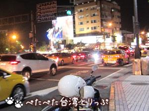 士林夜市最寄のMRT「劍潭」駅前