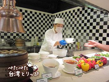 シーザーパーク台北 朝食 注文で麺類を作ってもらえます