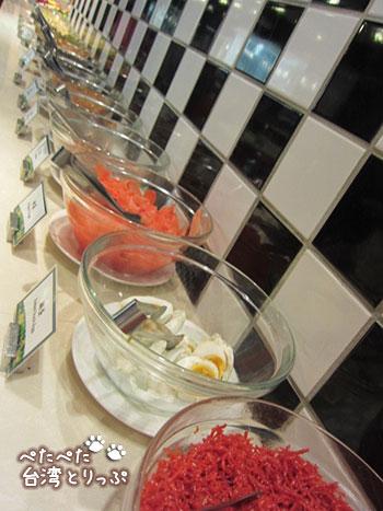 シーザーパーク台北 台湾のホテル朝食の定番、お粥のトッピング