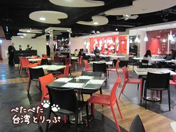 シーザーパーク台北 朝食 チェッカーズの別エリア
