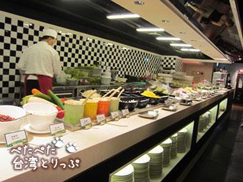 シーザーパーク台北 朝食 ビュッフェ サラダ・フルーツ・前菜