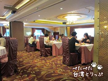 コスモスホテル 台北 朝食会場 雰囲気