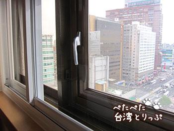 コスモスホテル台北 二重窓