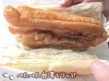 阜杭豆漿の厚餅油條(ホウビン ヨウテャオ)