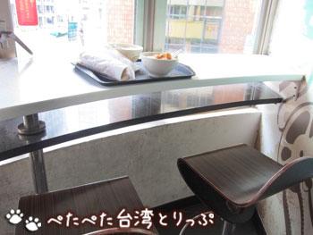 阜杭豆漿のカウンター席