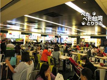 台北駅「微風台北車站」台湾夜市の店舗1