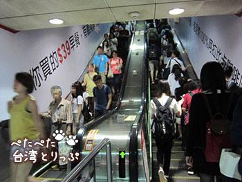 台北駅のM8出口(エスカレーター付)