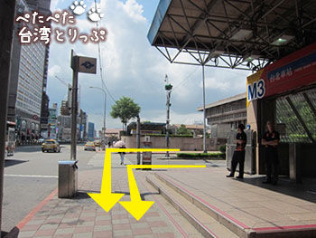 降車バス停・台北駅 東三門からコスモスホテル台北への行き方2