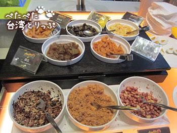 パークタイペイホテル 台北美侖大飯店 朝食 お粥の具