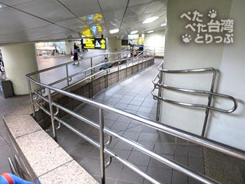 台北駅 桃園空港MRTからMRT乗り場まで2