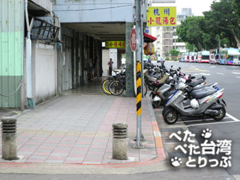 杭州小籠湯包の黄色い看板