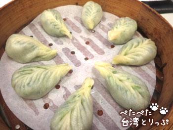 金品茶樓の花素蒸餃(しいたけ味のチンゲン菜入り蒸し餃子)