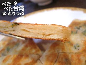 明月湯包の葱油餅(断面)
