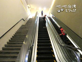 桃園空港MRT 台北駅 Y区地下街 Y出口エスカレーター