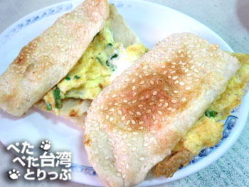 佳佳豆漿店の「焼餅加蛋」