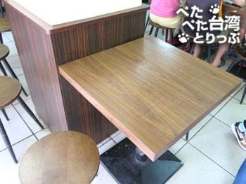 鼎元豆漿のテーブル