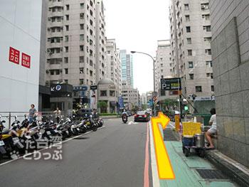 グリーンワールドホテル忠孝への行き方 MRT忠孝敦化駅3番出口から2