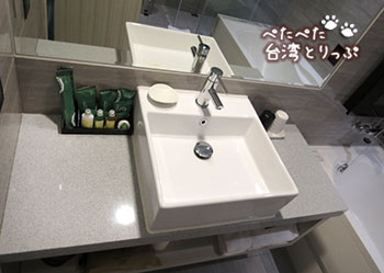 グリーンワールドホテル忠孝・洛碁大飯店忠孝館の洗面台