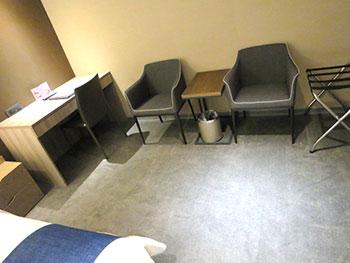 グリーンワールドホテル忠孝 デスクと椅子
