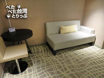 ホテルミッドタウンリチャードソン(徳立荘酒店)・ダブルルーム ソファ