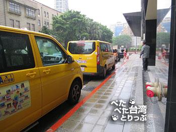 ミッドタウンリチャードソンの横にタクシーの列が