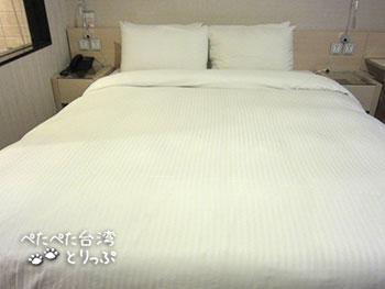 YOMI HOTEL TAIPEI スーペリア ダブルベッド