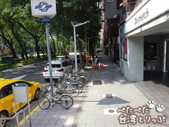 MRT忠孝敦化駅の出口8を出た所