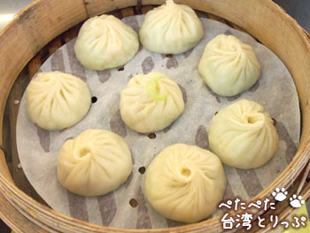 杭州小籠湯包の角瓜蝦仁湯包(ヘチマとエビ入り小籠包)