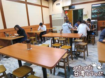 黄記魯肉飯の店内