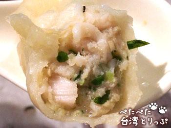 済南鮮湯包の貝柱と魚肉・エビ入り蒸し餃子(中身)