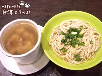 明月湯包の圓盅燉雞湯(鶏肉スープ)