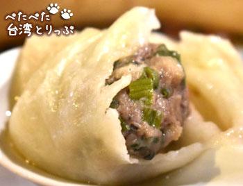 盛園絲瓜小籠湯包の「牛肉蒸餃」(牛肉の蒸し餃子)の中身