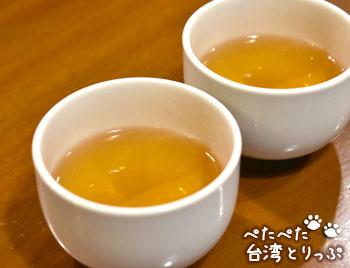 盛園絲瓜小籠湯包はお茶が無料