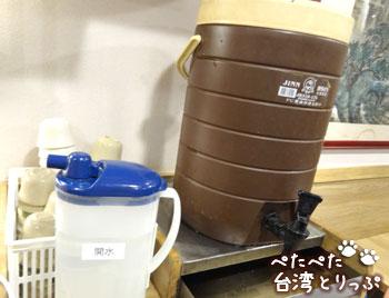 蘇杭點心店(本店)のお茶と水(セルフ)