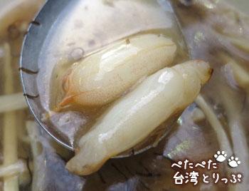 基隆廟口夜市 呉記螃蟹羹(5番)の螃蟹羹(かにみぞれスープ)の中身1