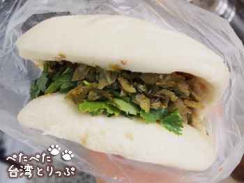 阿萬油飯の刈包(台湾風バーガー)