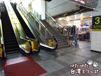 MRT龍山寺駅の出口3(福州元祖胡椒餅へ)