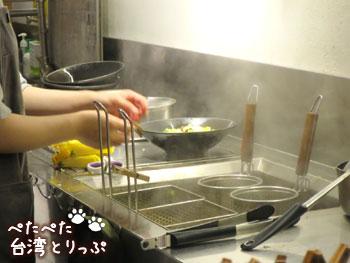 誠品生活南西店フードコート「VEGE GREEK」滷味(ルーウェイ)調理中