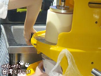 誠品生活南西店フードコート夏樹甜品のかき氷製作中
