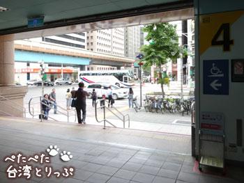 大安駅の「出口4」