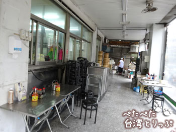 永和豆漿大王の外テーブル